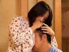 Gran breasted moglie giapponese con un meraviglioso asino compiace di un h