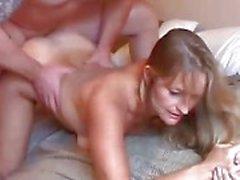 Prachtige rijpe blonde houdt van neuken