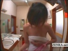 Ondertiteld naakt Japanse vrouw in mannelijke badhuis op durven