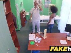 Fake Hospital Doktor seksi abanoz Brezilyalı öğrenciye sert bir lanet verir