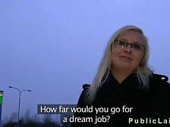 Schüchtern Blondine mit Brille gefickt zu und kommt Ins in den öffentlichen