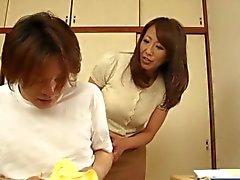 Asian MILF auttavat tyyppi -liittimeen päältä