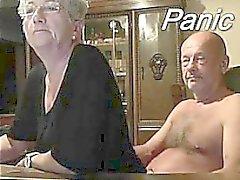 Älteres Paar vorne auf Webcam