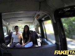 Fake Taxi tall spanska skönhet fucks hennes bf i ryggen