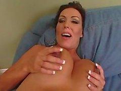 Femme brune enceintes bourré de bite noire