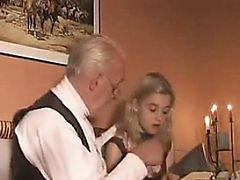 Blond Teen Girl gefickt von Ein alter Fart