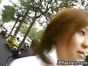 Amazing Aasian tyttö osoittaa pois hänen söpö