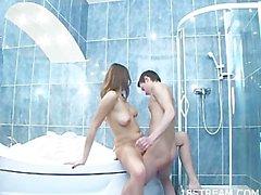 Große Teenager WC bumsen