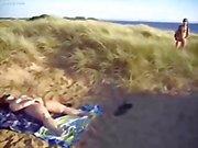 Она мастурбируют за вуайеристы в нудисткий пляж