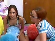 Kinky Teenageralter Schlaganfall der Hahn für etwas Sperma