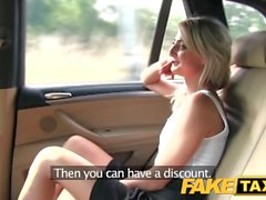 FakeTaxi Jupe courte minx rides cock dans un taxi