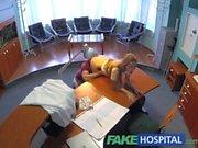 FakeHospital Heißer Sex mit Arzt und Krankenschwester im Warteraum des Patienten