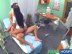Sahte Hastanesi'nde Seksi hemşirenin doktor birleşir