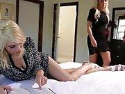 Innocent Nina Elle est séduite par colocataire slutty Tara Morgan