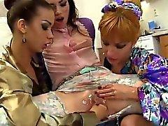 Фетишистов лесби получает киска кулаком