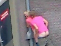 Människor att ha sex på gatan ( Nederländerna ) .