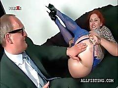 Oljig slutty Redhead fisting hennes begäret rosa ryck