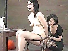 Gesicht und Kätzchen Folter Baby