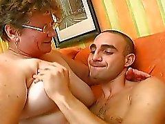 Şanslı adam Anneanne ile hayatının en iyi seks