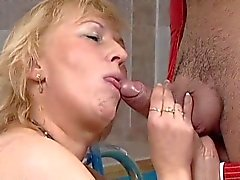 Turkse Guy fucks Duitse BBW- oma in Saunaclub