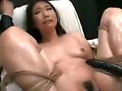 Sexy Asian Teenie einen Orgasmus
