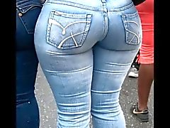 Milf Mature in strakke jeans big ass kont moeder phat booty
