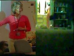 Stygg Mom Exposed onanerar på dolda kameran
