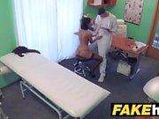 Sahte Hastanesi Çek doktor azgın hile üzerinde cums sıkı kedi wifes