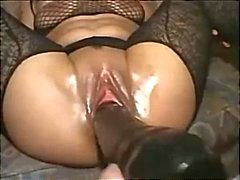 Extreme Toying & Nyrkkinainti Hot Brunette