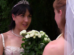 Aussie bride eating pussy