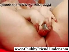 Horny Girl jouant avec ses jouets