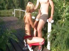Outdoor teen fucking in outdoor