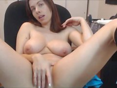 Busty cammodle cums hard on camsyz