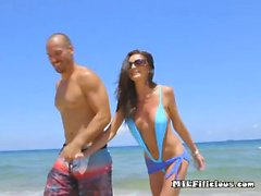 Reiche Cougar Silvia Saige Blows Hung Bodyguard