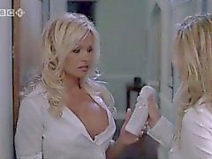 Pamela Anderson und Jenny McCarthy in Scary Movie 3