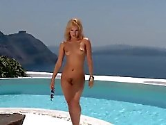 Fantastic sex kitten is showcasing her gaped tight vagina in