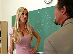 Nikki Benz en Tommy Gunn in Cougar High