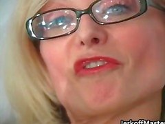 Sexy MILF Nina Hartley strippen part6