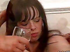 Betrunkener kleiner Teenager Amateur