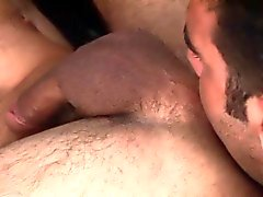 Muscly hunks ass gets rimmed