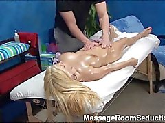 Massage Therapeut verleidt Hot Girl !
