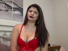 Busty Amateur Teen saugt Dick in ihrem ersten Video