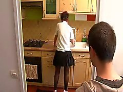 Stiefmutter fickt Stiefsohn Küche