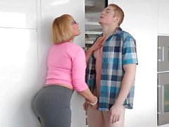 PAWG Girlfriend Mom Job