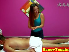 Busty masseuse asiatique pris cockriding