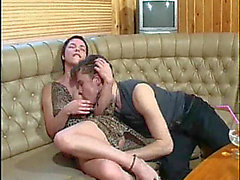 Redheaded mamma acquires a sticky facial