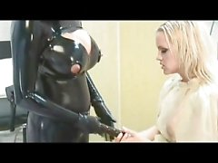 Heavy Rubber Strap-on Putain