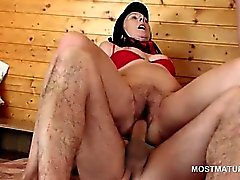 Trashy mature gets double fucked in 3some