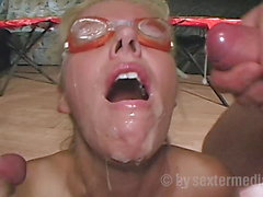 Milf Lisa shows her pee games at Gang Bang