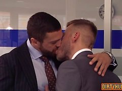 Sesso anale gay muscoli con cumshot